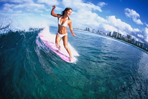 Mimi surfing