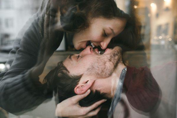 girl kiss her boyfriend PYWQU7U