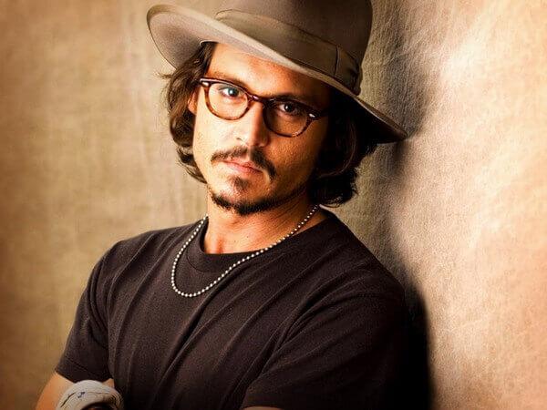 muzhchina bliznets Dzhonni Depp