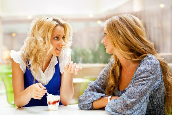 Ученые призывают девушек меньше болтать с подругами - Психология ...