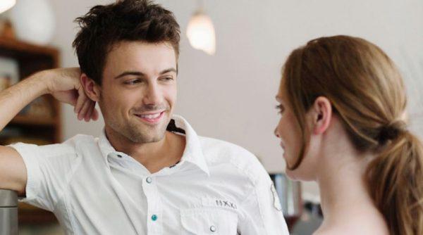 Со мной флиртует женатый коллега: как реагировать | Матроны.RU
