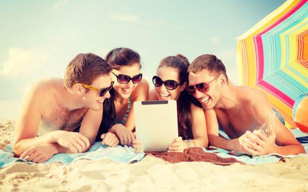Фотографии мужчина Влюбленные пары Пляж Лето молодая 3840x2400