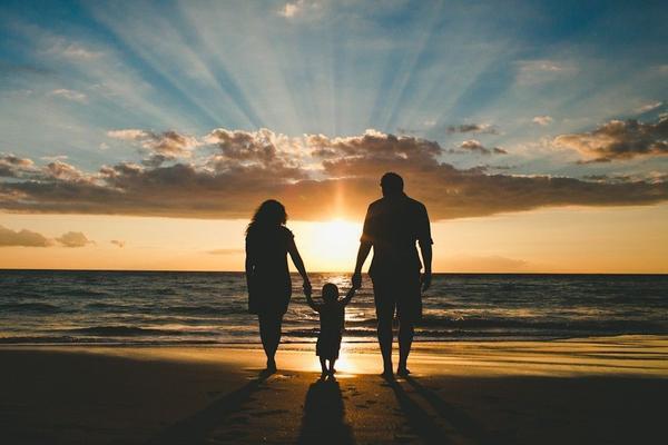 Семья - царство отца, мир матери и рай ребенка ▷ Socratify.Net