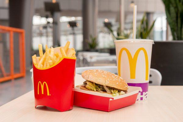 """Вечно """"живой"""" фаст-фуд: парень 10 лет хранил еду из McDonald's ..."""