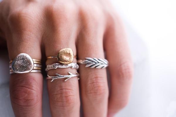 Золото и серебро по фэн-шуй: кому можно и нельзя носить - Гороскоп ...